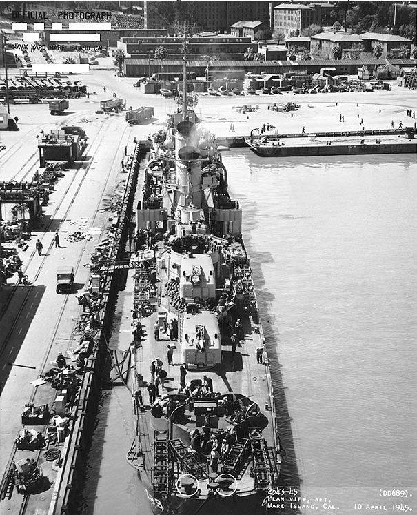 USS_Wadleigh_(DD-689)_at_Mare_Island_Naval_Yard,_stern_view